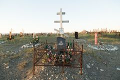 Cruzes e lápides em um cemitério Imagem de Stock Royalty Free