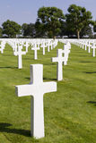 Cruzes em sepulturas no cemitério da guerra de Margraten Fotografia de Stock