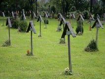 Cruzes graves de madeira Fotografia de Stock Royalty Free