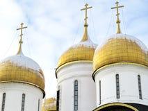 Cruzes na catedral da suposição em Kremlin Foto de Stock