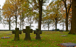 3 cruzes no cemitério de Langemark, WWI, Flanders Fie Fotografia de Stock Royalty Free