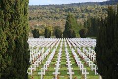 Cruzes no cemitério dos soldados que morreram perto de Verdun Imagem de Stock