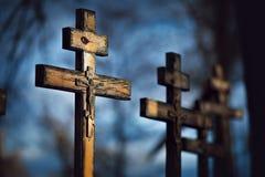 Cruzes ortodoxos de madeira velhas Fotografia de Stock
