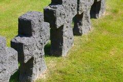 Cruzes pretas no cemitério alemão da guerra mundial 2 no La Cambe, normando foto de stock