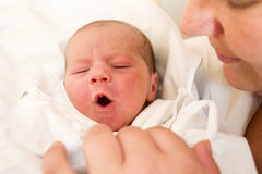 Crying newborn baby in the hospital Royalty Free Stock Photography