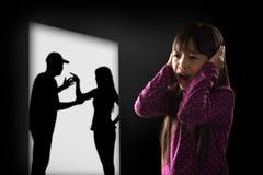 Cryling weinig Aziatisch die meisje van het earing wordt vermoeid Royalty-vrije Stock Foto