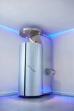 Cryotherapy kapsel i cosmetologyklinik Arkivbild