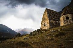 Crypt twee op de achtergrond van een stormachtige hemel Royalty-vrije Stock Afbeelding