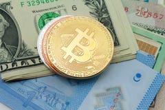 Crypto νομίσματα νομίσματος bitcoin στα τραπεζογραμμάτια, ψηφιακό εικονικό mone Στοκ Εικόνα