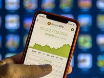 Crypto νόμισμα app με τη γραφική παράσταση Στοκ Εικόνα
