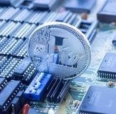 Crypto νόμισμα litecoin στον τυπωμένο πίνακα κυκλωμάτων στοκ φωτογραφίες