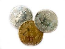 Crypto χρυσό και άσπρο bitcoin νομίσματος που απομονώνεται Στοκ Εικόνες