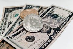 Crypto devise à l'arrière-plan des dollars Photos stock
