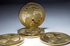 Crypto devise - ondulation virtuelle de pièces d'or Photographie stock libre de droits