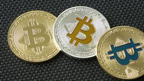 Crypto munt Gouden Bitcoin, BTC, Beetjemuntstuk stock videobeelden