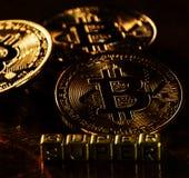 Crypto munt Gouden die Bitcoin met super woord, BTC, macro wordt geschoten van Royalty-vrije Stock Fotografie