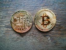 crypto muntconcept, Bitcoin op hout Stock Foto
