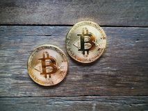 crypto muntconcept, Bitcoin op hout Stock Afbeelding