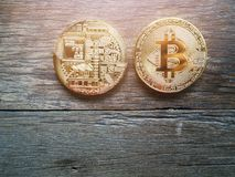 crypto muntconcept, Bitcoin op hout Royalty-vrije Stock Afbeelding