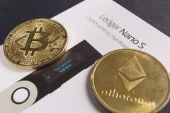 Crypto registre S nano de portefeuille photographie stock
