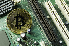 Crypto valuta-, bitcoin- och datoravgiftfinans Arkivbilder