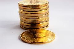 Crypto walut bitcoins na szarym tle Obraz Stock