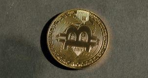 Crypto waluta Złocisty Bitcoin kawałek moneta - BTC - Makro- strzałów crypto waluta Bitcoin ukuwa nazwę wirować zbiory wideo