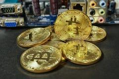 Crypto waluta Złocisty Bitcoins kawałek moneta - BTC - Makro- strzałów waluty Bitcoin crypto monety Obraz Royalty Free