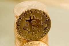 Cryptocurrencies Bitcoin golden Lizenzfreies Stockbild