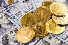 Cryptocurrency、硬币和美元 库存照片