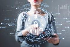 Cryptocurrency与使用片剂的妇女的安全题材 库存照片