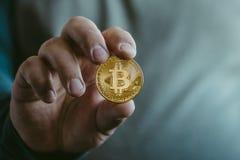 Cryptocurrency金黄bitcoin硬币 库存照片
