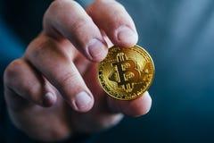 Cryptocurrency金黄bitcoin硬币 库存图片