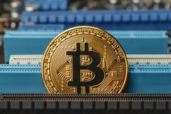 Cryptocurrency金黄bitcoin硬币 免版税图库摄影