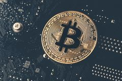 Cryptocurrency金黄bitcoin硬币 免版税库存照片