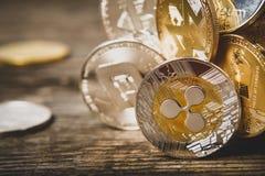 Cryptocurrency,波纹Monero纪念品硬币飞奔Litecoin木表面,与拷贝空间的宏指令上的Bitcoin Ethereum文本的 库存照片