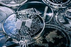 Cryptocurrency νομισμάτων νεω στο υπόβαθρο των κύριων altcoins στοκ εικόνα με δικαίωμα ελεύθερης χρήσης