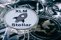 Cryptocurrency νομισμάτων xlm ενάντια στα κύρια alitcoins στοκ φωτογραφία με δικαίωμα ελεύθερης χρήσης