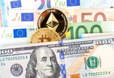 Cryptocurrency acuña la mentira en los billetes de banco del dólar y del euro megabus imagenes de archivo