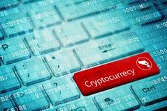 Cryptocurrency begrepp: blått digitalt bärbar datortangentbord med ordet Cryptocurrency och hand- och myntsymbolen royaltyfria foton