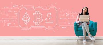 Cryptocurrency - Bitcoin,Ethereum,与使用膝上型计算机的妇女的Litecoin 免版税库存照片