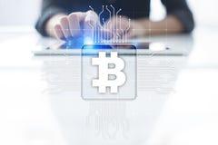 Cryptocurrency Bitcoin Οικονομική τεχνολογία Χρήματα Διαδικτύου χρυσή ιδιοκτησία βασικών πλήκτρων επιχειρησιακής έννοιας που φθάν Στοκ φωτογραφία με δικαίωμα ελεύθερης χρήσης