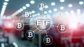 Cryptocurrency Bitcoin ETF Handel und Investitionskonzept auf Doppelbelichtungshintergrund stockfoto