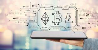 Cryptocurrency - Bitcoin, Ethereum, Litecoin с планшетом иллюстрация штока