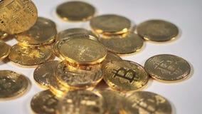 Cryptocurrency bitcoin på ett skrivbord Guld- Bitcoin BTC bitmynt arkivfilmer