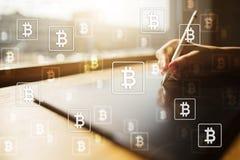 Cryptocurrency de Bitcoin Introduza no mercado a troca, a tecnologia financeira e o conceito digital do dinheiro imagens de stock