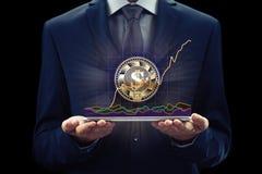Cryptocurrency-Diagramm auf Geldumtausch des virtuellen Schirmes Geschäfts-, Finanz- und Technologiekonzept Stückchenmünze, Ether Lizenzfreie Stockfotos