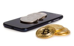 Cryptocurrency en smartphone stock afbeelding