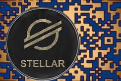 Cryptocurrency estelar da moeda do xlm simbólico no fundo do código cripto do ouro fotografia de stock royalty free