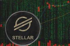 Cryptocurrency estelar do xlm simbólico no fundo do texto da matriz e da carta criptos binários do preço foto de stock royalty free